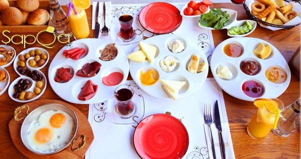 Şapqa Concept'te 29 çeşitten oluşan zengin serpme kahvaltı menüsü kişi başı 29,90 TL! Fırsatın geçerlilik tarihi için DETAYLAR bölümünü inceleyiniz.