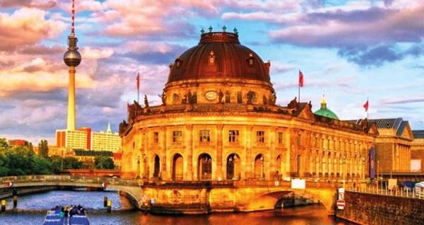 BT İSTANBUL Seyahat Acentası ile Kuzey Almanya - Berlin Turu, Balkan Turu ve Yurt Dışı Turları 425 Euro'dan başlayan fiyatlarla! Detaylı bilgi ve rezervasyon için hemen 0212 267 20 80 numaralı telefonu arayın!