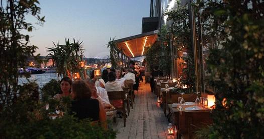 Suada Club Aslan Restaurant'ta yenilenen menüsüyle 2 yerli içecek eşliğinde akşam yemeği 160 TL yerine 79,90 TL! Fırsatın geçerlilik tarihi için DETAYLAR bölümünü inceleyiniz. ÖZEL GÜNLER HARİÇ GEÇERLİDİR.