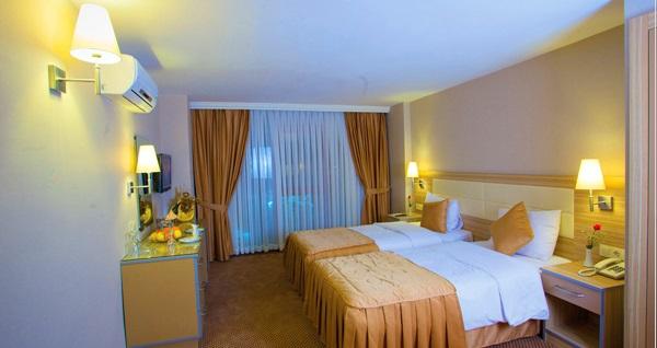 Grand Emin Hotel'in konforlu odalarında tek veya çift kişi kahvaltı dahil 1 gece konaklama 239 TL! Fırsatın geçerlilik tarihi için DETAYLAR bölümünü inceleyiniz.