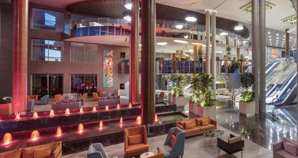 Elexus Hotel'de ÖZCAN DENİZ galası ile 2 gece Tam Pansiyon Plus konaklama ve gidiş-dönüş uçak bileti kişi başı 2.169 TL den başlayan fiyatlarla! Detaylı bilgi ve size en uygun fiyatların sunulması için hemen 0850 532 50 76 numaralı telefonu arayın!