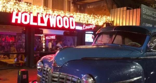 Hollywood City Lounge'da zengin lezzetlerden oluşan iftar menüsü 125 TL yerine 49,90 TL! Bu fırsat 6 Mayıs 2019 - 3 Haziran 2019 tarihleri arasında, iftar saatinde geçerlidir.