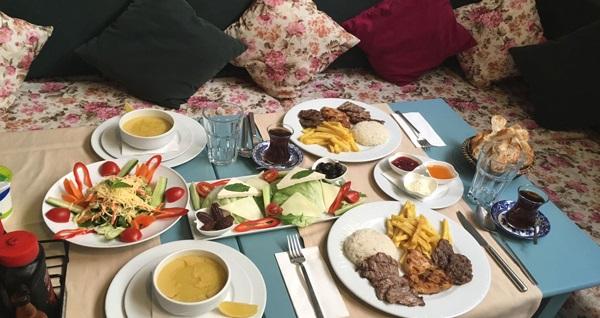 Turkuaz Cafe Şişli'de yeşillik bahçesi içerisinde zengin içeriklerle dolu iftar menüsü 35,90 TL! Bu fırsat 16 Mayıs - 14 Haziran 2018 tarihleri arasında, iftar saatinde geçerlidir.