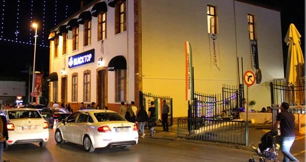 Tarihi binası ve geniş bahçesiyle Black Top Ortaköy'de yemek menüsü 49 TL! Fırsatın geçerlilik tarihi için DETAYLAR bölümünü inceleyiniz.