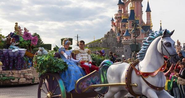Disneyland Park ve Walt Disney Stüdyoları'na 2 gün giriş bileti dahil 4 gece konaklamalı Paris & Disneyland turu 3.306 TL'den başlayan fiyatlarla! Tur kalkış tarihleri için, DETAYLAR bölümünü inceleyiniz.