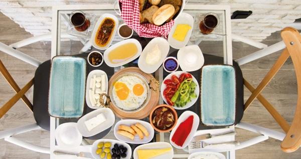 Cumhuriyet KahvaltıKafe'de sınırsız çay eşliğinde serpme kahvaltı keyfi kişi başı 29,90 TL! Fırsatın geçerlilik tarihi için DETAYLAR bölümünü inceleyiniz.