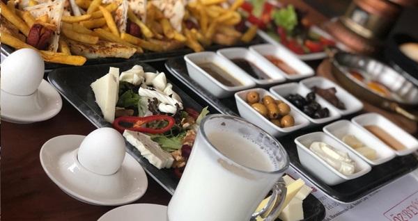 Big Terrace Cafe'de zengin lezzetlerle dolu enfes serpme kahvaltı menüsü 24,90 TL! Fırsatın geçerlilik tarihi için DETAYLAR bölümünü inceleyiniz.
