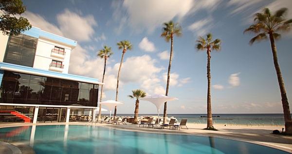 Mağusa Arkın Palm Beach Hotel'de çift kişilik odada kişi başı YARIM PANSİYON 2 gece konaklama ve gidiş-dönüş uçak bileti 999 TL'den başlayan fiyatlarla! Detaylı bilgi ve size en uygun fiyatların sunulması için hemen 0850 532 50 76 numaralı telefonu arayın!