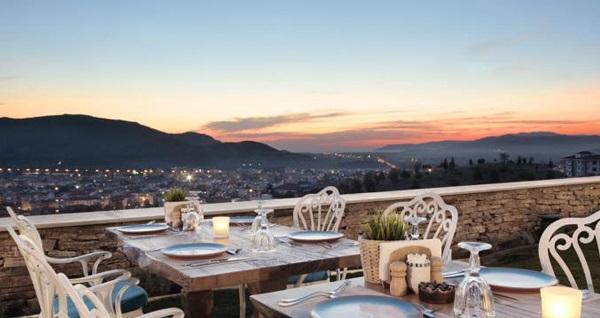 Nea Efessos Hotel'de çift kişilik odalarda kahvaltı 1 gece konaklama ve İsveç masajı kişi başı 245 TL! Fırsatın geçerlilik tarihi için, DETAYLAR bölümünü inceleyiniz.