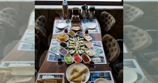 Kestel Şelale Yeşil Vadi Et & Mangal'da 20 çeşitten oluşan serpme köy kahvaltısı sınırsız çay eşliğinde kişi başı 29,90 TL! Fırsatın geçerlilik tarihi için DETAYLAR bölümünü inceleyiniz.