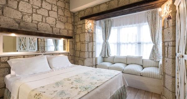 Alaçatı Asma Han Hotel'in deluxe odalarında kahvaltı dahil çift kişilik 1 gece konaklama 249 TL! Fırsatın geçerlilik tarihi için, DETAYLAR bölümünü inceleyiniz.
