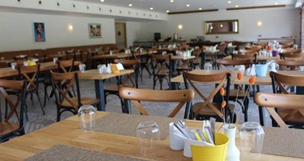 Focaccia Restaurant'ta hafta sonuna özel sınırsız çay eşliğinde enfes serpme kahvaltı 65 TL yerine 32,50 TL! Fırsatın geçerlilik tarihi için DETAYLAR bölümünü inceleyiniz.