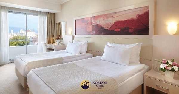 Kordon Otel Alsancak'ta kahvaltı dahil çift kişilik 1 gece konaklama 259 TL yerine 209 TL! Fırsatın geçerlilik tarihi için, DETAYLAR bölümünü inceleyiniz.