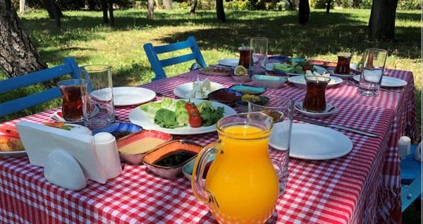 Tarihi Tuzla Tesisleri'nde enfes serpme kahvaltı keyfi 39 TL! Fırsatın geçerlilik tarihi için DETAYLAR bölümünü inceleyiniz.
