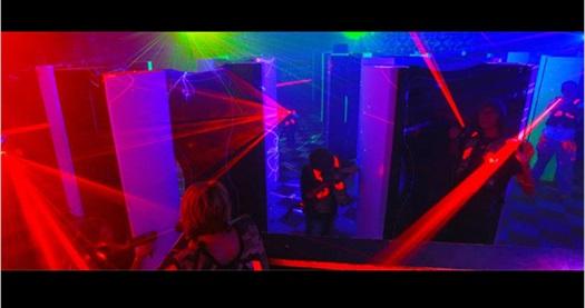 Eğlenceli dakikalar sizi bekliyor! Zorlu Center Funloft'ta 25 dakikalık Lazer Tag oyununa giriş 25 TL yerine 15 TL! Fırsatın geçerlilik tarihi için DETAYLAR bölümünü inceleyiniz. Zorlu Center Funloft haftanın her günü 10:00 - 22:00 saatleri arasında hizmet vermektedir.