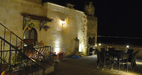 Uçhisar Aden Hotel Cappadocia'da kahvaltı dahil çift kişilik 1 gece konaklama 199 TL! Fırsatın geçerlilik tarihi için, DETAYLAR bölümünü inceleyiniz.