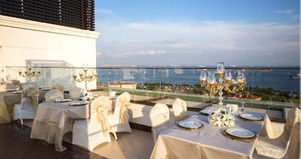 The Grand Mira Business Hotel'de muhteşem lezzetlerden oluşan açık büfe iftar menüsü 69,90 TL! Bu fırsat 6 Mayıs - 3 Haziran 2019 tarihleri arasında, iftar saatinde geçerlidir.