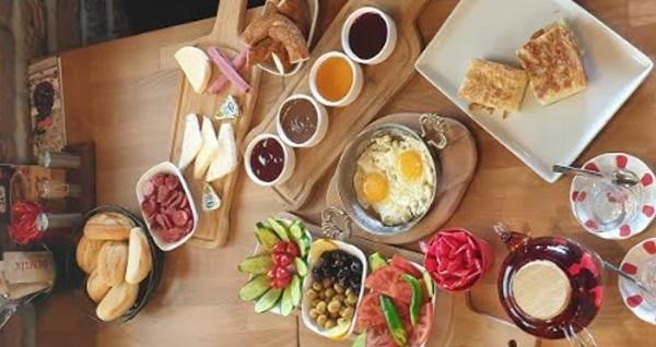 Demlik Kafe Neomarin'de 2 kişilik serpme kahvaltı keyfi 55 TL! Fırsatın geçerlilik tarihi için DETAYLAR bölümünü inceleyiniz.