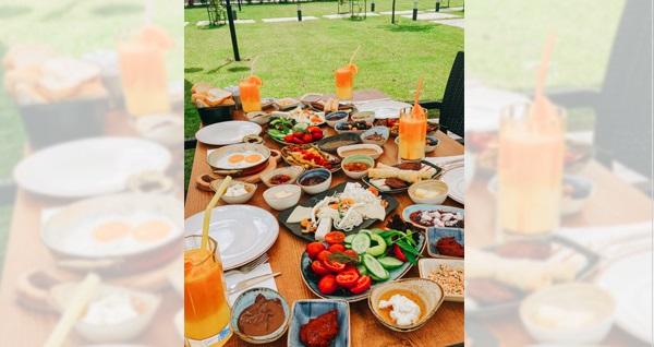 Polonezköy Pamera Garden'da 32 çeşitten oluşan zengin kahvaltı menüsü 65 TL yerine 49 TL! Fırsatın geçerlilik tarihi için DETAYLAR bölümünü inceleyiniz.