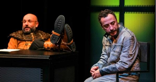 """Slavomir Mrozek tarafından yazılan """"Polisler"""" oyununa biletler 89 TL yerine 56 TL! 22 Aralık 2019 / 19.00 / Ankara Devlet Tiyatrosu Şinasi Sahnesi"""