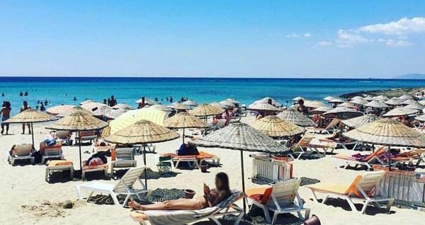 Çeşme Copacabana Beach'te plaj girişi ve soft içecek kişi başı 55 TL! Fırsatın geçerlilik tarihi için DETAYLAR bölümünü inceleyiniz.