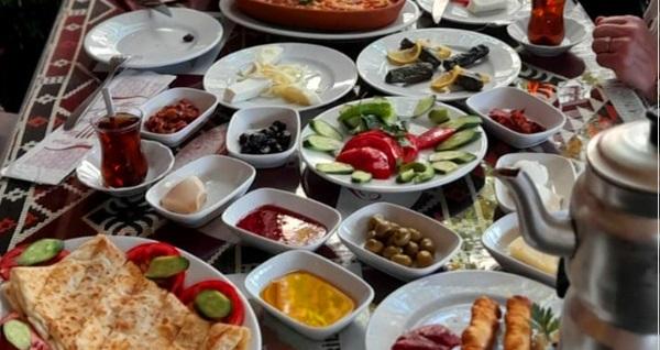 Gözde Cafe Mantı Evi'nde köz ateşte Türk kahvesi eşliğinde köy kahvaltısı 29,90 TL! Fırsatın geçerlilik tarihi için DETAYLAR bölümünü inceleyiniz.