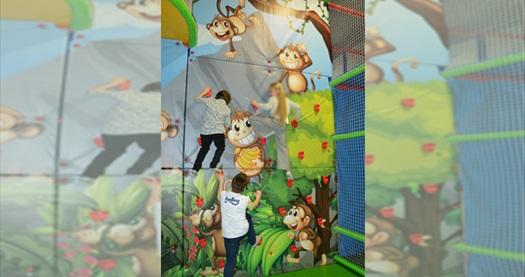 Monkey Jungle Gaziemir'de oyun alanı kullanımı ve kids menü 65 TL yerine 49,90 TL! Fırsatın geçerlilik tarihi için DETAYLAR bölümünü inceleyiniz.