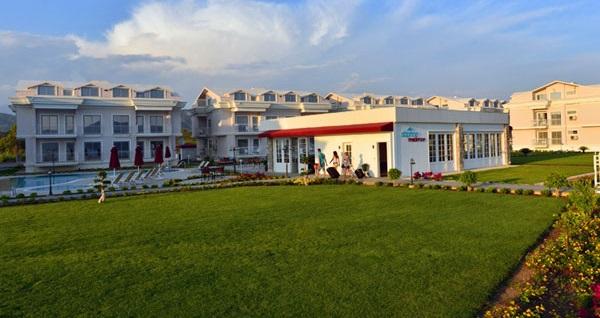 Fethiye'deki konforlu eviniz Daphne Residence'ta 1 veya 2 yatak odalı dairelerde konaklama 255 TL'den başlayan fiyatlarla! Fırsatın geçerlilik tarihi için, DETAYLAR bölümünü inceleyiniz.