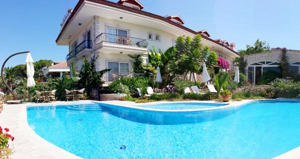 Çeşme Dolina Butik Hotel'in havuz başında açık büfe kahvaltı 50 TL yerine 29,90 TL! Fırsatın geçerlilik tarihi için, DETAYLAR bölümünü inceleyiniz.