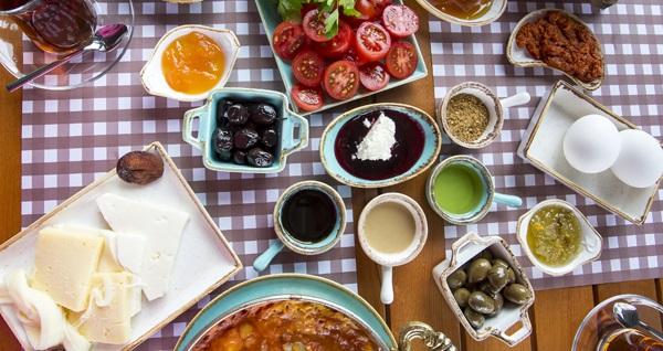 Levent Lokal Cafe'de zengin içeriklerle dolu huzur serpme kahvaltı 45 TL yerine 22,90 TL! Fırsatın geçerlilik tarihi için DETAYLAR bölümünü inceleyiniz.