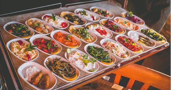 Güzelbahçe Murat Chef'te sınırsız meze ve salata eşliğinde kendin getir menü kişi başı 29,90 TL! Fırsatın geçerlilik tarihi için DETAYLAR bölümünü inceleyiniz.