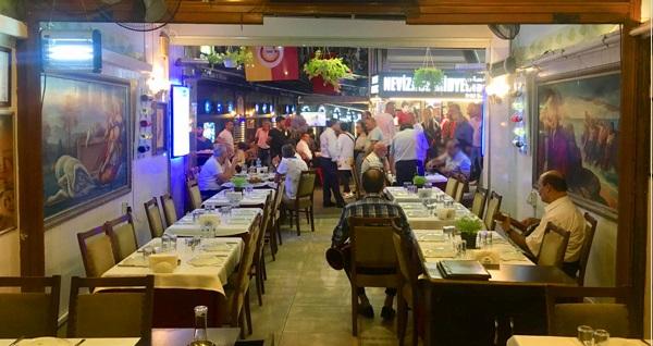 Nevizade Kalamar Restaurant'da 90'lar eğlencesi eşliğinde yerli içecekli enfes menü 135 TL'den başlayan fiyatlarla! Fırsatın geçerlilik tarihi için DETAYLAR bölümünü inceleyiniz.
