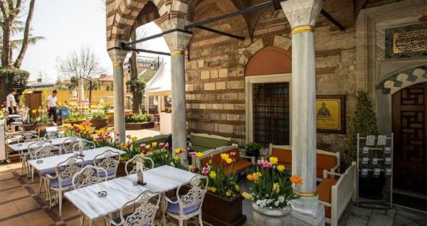 Ayasofya Hürrem Sultan Hamamı Mihri Restaurant'ta tek kişilik enfes iftar menüsü 115 TL! Bu fırsat 6 Mayıs - 3 Haziran 2019 tarihleri arasında, iftar saatinde geçerlidir.